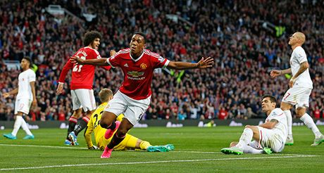 Liverpool 0-0 MU: Fellaini va Young bat ngo da chinh (H1) - Anh 1