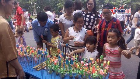 Tro choi dan gian - ban sac Viet tren pho di bo - Anh 3