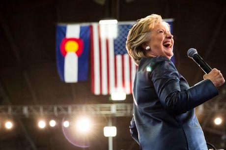 Hillary 'thoc sau' vao lanh dia Cong hoa - Anh 1