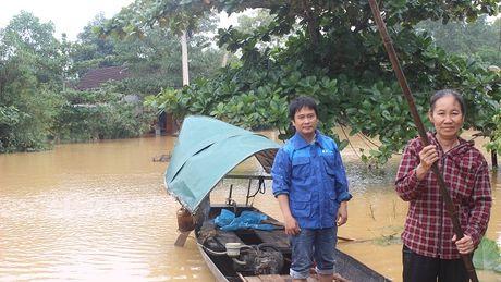 VNPT no luc dam bao lien lac thong suot trong mua lu mien Trung - Anh 1