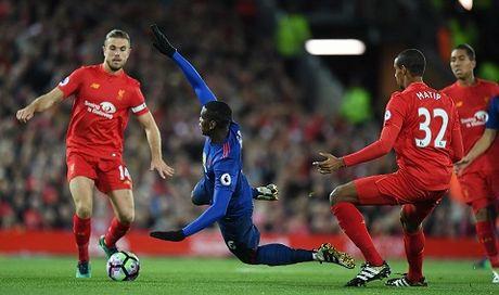 Liverpool 0-0 Man United: De Gea giup 'Quy do' roi Anfield voi 1 diem - Anh 3
