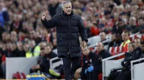 Man United da bat dau nem mui 'cai gia cua thanh cong' voi Mourinho - Anh 1