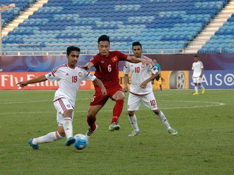 U19 Viet Nam lai co duyen voi trong tai - Anh 1