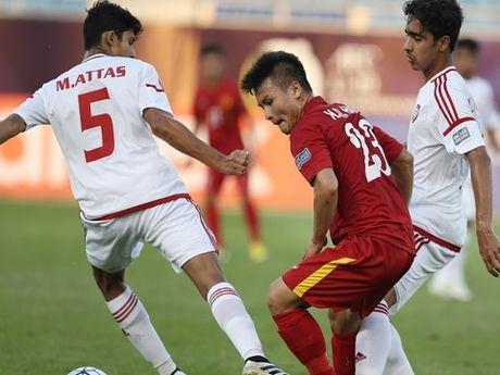 U19 Viet Nam tien gan toi tu ket, mat 2 tru cot hang phong ngu - Anh 1