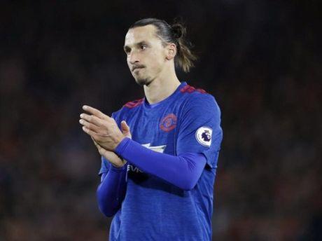 Ibrahimovic, Pogba mo nhat. Mourinho da mac sai lam lon? - Anh 2