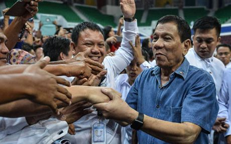 Nhung tinh toan cua Tong thong Duterte trong chuyen tham Trung Quoc - Anh 3