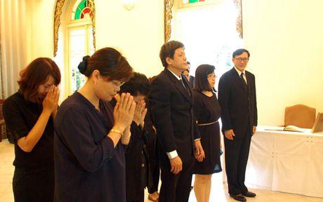 Lanh dao Dai Tieng noi Viet Nam vieng Nha Vua Thai Lan - Anh 1