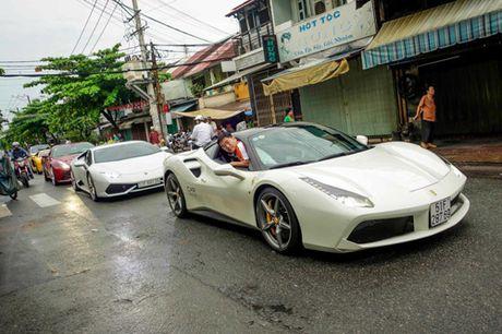 Ferrari 488 GTB cua Cuong 'do-la' dan dau doan sieu xe dieu pho - Anh 1