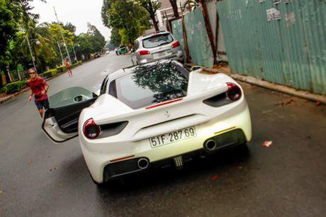 Ferrari 488 GTB cua Cuong 'do-la' dan dau doan sieu xe dieu pho - Anh 2