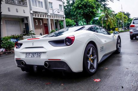 Ferrari 488 GTB cua Cuong 'do-la' dan dau doan sieu xe dieu pho - Anh 3