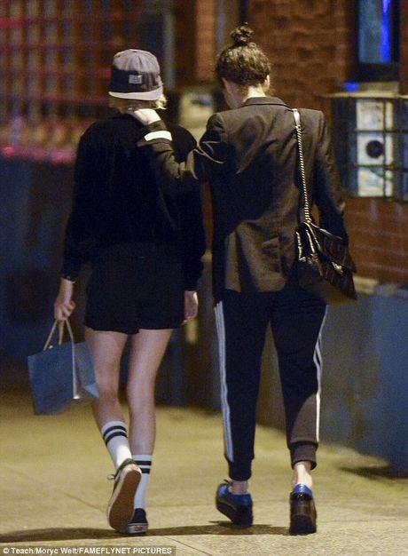 Kristen Stewart khoa moi ban gai dong tinh moi - Anh 8