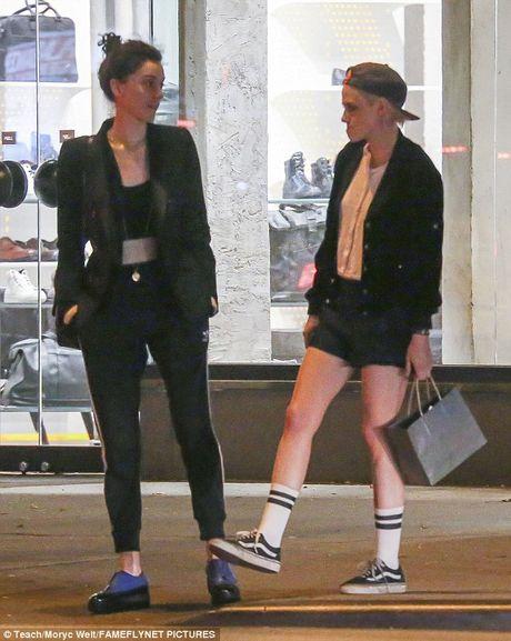 Kristen Stewart khoa moi ban gai dong tinh moi - Anh 9