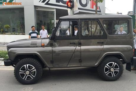 'Xe hop' Nga Uaz Hunter gia chi 300 trieu dong tai VN? - Anh 3