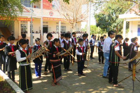 Day hoc o truong pho thong dan toc noi tru co duoc huong phu cap lau nam? - Anh 1