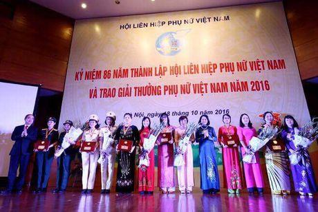 6 tap the va 10 ca nhan nhan giai thuong Phu nu Viet Nam 2016 - Anh 1