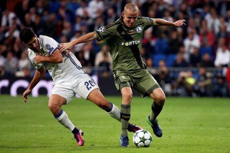 """Real Madrid """"nghien nat"""" Legia Warsaw o Bernabeu - Anh 1"""