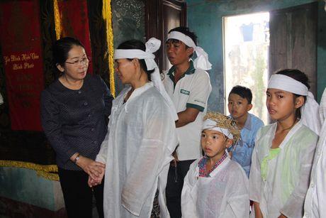 TP HCM ung ho 4,5 ti dong giup Quang Binh, Thua Thien- Hue khac phuc thiet hai sau lu - Anh 2