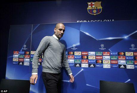 Pep Guardiola tiet lo ly do 'di' khien Messi muon roi Barca - Anh 1