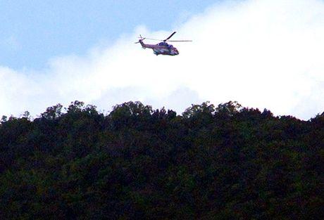 Tim thay mot phan may bay EC 130T2, 3 phi cong da tu nan - Anh 1