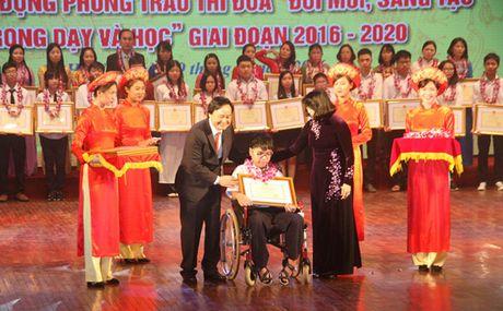 Vinh danh 252 hoc sinh, giao vien tieu bieu nam hoc 2015-2016 - Anh 2