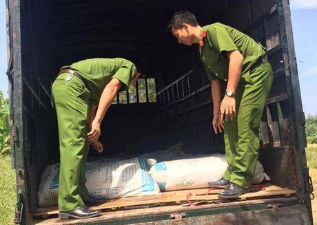 Tin tieu dung 24h qua: Xe cho la kho nghi duoc lieu nhap lau tu Trung Quoc - Anh 2