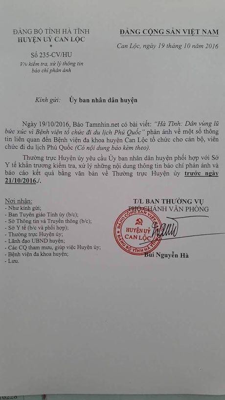 Benh vien Can Loc to chuc di du lich khi nguoi dan Ha Tinh dang chong choi voi lu lut - Anh 3