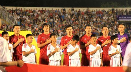Thay tro HLV Nguyen Huu Thang doi dau voi CLB Nhat Ban tren san Can Tho - Anh 1