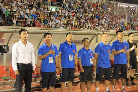 Thay tro HLV Nguyen Huu Thang doi dau voi CLB Nhat Ban tren san Can Tho - Anh 3