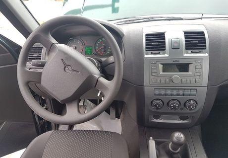 Co gi ben trong dong xe Nga UAZ Patriot - mau SUV 'toi gian' nhat o Viet Nam - Anh 7