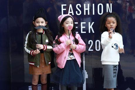 Loat fashionista Viet 'oanh tac' Seoul Fashion Week 2017 - Anh 13