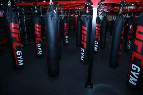 Huyen thoai vo thuat My Randy Dobson du khai truong trung tam UFC Gym - Anh 16