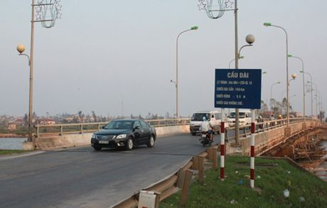 300 trieu khac phuc diem mat ATGT khu vuc cau Huyen QL1, tinh Quang Binh - Anh 1
