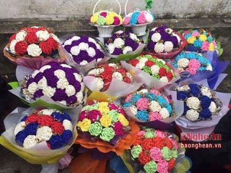 Sinh vien nang dong kinh doanh hoa dip le 20/10 - Anh 2