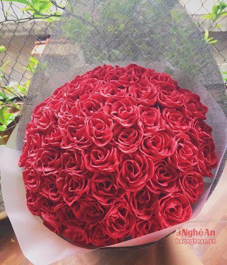 Sinh vien nang dong kinh doanh hoa dip le 20/10 - Anh 3