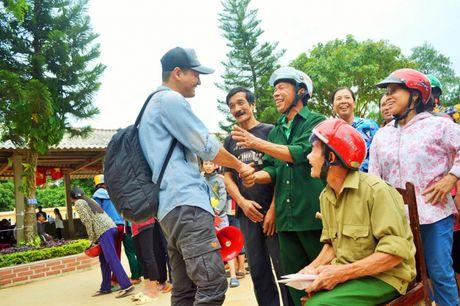 'Soai ca' Phan Anh di dom tiet lo 'hau truong' chuyen di Quang Binh - Anh 2