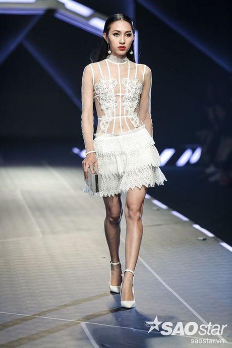 Lan Khue cung dan 'chien binh' The Face chiem the thuong phong tai Chung Thanh Phong Fashion show - Anh 12