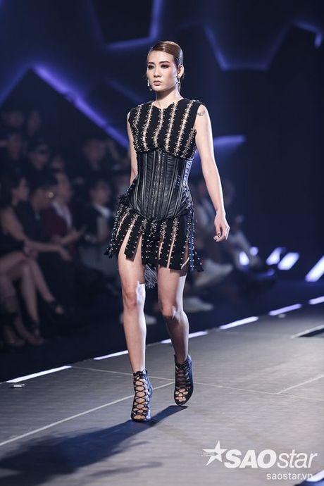 Lan Khue cung dan 'chien binh' The Face chiem the thuong phong tai Chung Thanh Phong Fashion show - Anh 15