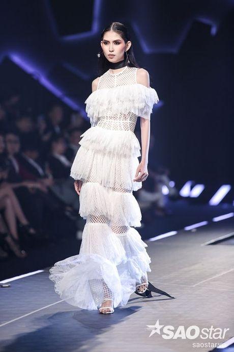 Lan Khue cung dan 'chien binh' The Face chiem the thuong phong tai Chung Thanh Phong Fashion show - Anh 16