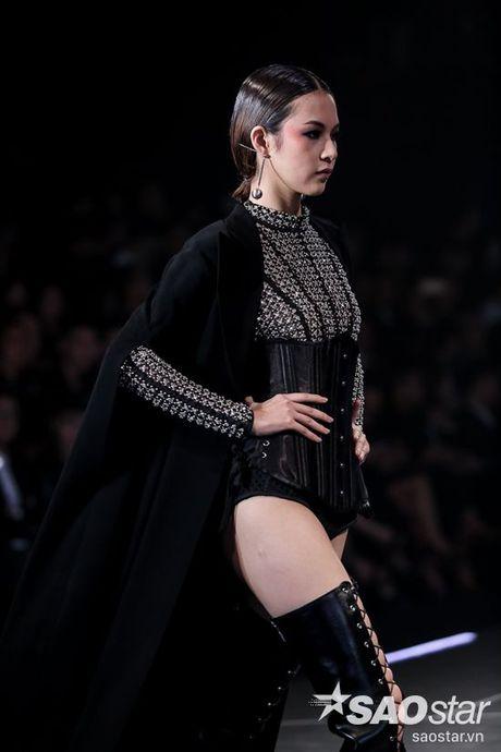 Lan Khue cung dan 'chien binh' The Face chiem the thuong phong tai Chung Thanh Phong Fashion show - Anh 3