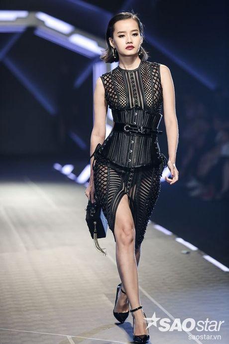 Lan Khue cung dan 'chien binh' The Face chiem the thuong phong tai Chung Thanh Phong Fashion show - Anh 7
