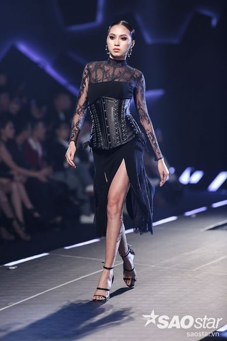 Lan Khue cung dan 'chien binh' The Face chiem the thuong phong tai Chung Thanh Phong Fashion show - Anh 8
