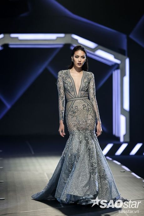 Lan Khue cung dan 'chien binh' The Face chiem the thuong phong tai Chung Thanh Phong Fashion show - Anh 9