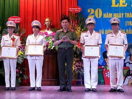 CDCS Benh vien 19.8 Ky niem 20 nam Ngay thanh lap: Thu tuong Chinh phu tang Bang khen - Anh 3