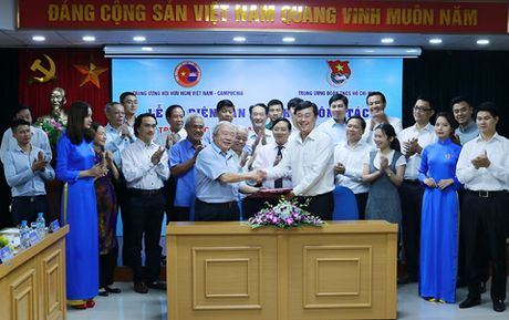 Tang cuong tinh doan ket huu nghi truyen thong thanh nien VN - Campuchia - Anh 1