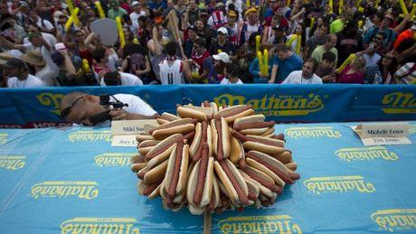 Malaysia: Tranh cai gay gat viec doi doi ten mon hot dog - Anh 1