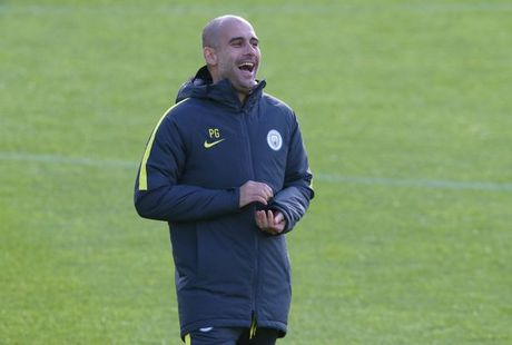 Pep Guardiola choi don tam ly chien voi Messi - Anh 2
