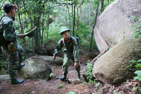 Dua thi the 3 phi cong tu nan trong vu may bay roi ve TP.HCM - Anh 10