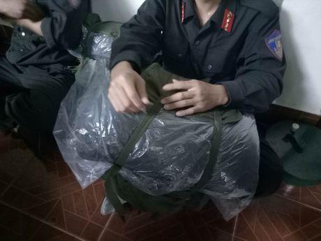 Dua thi the 3 phi cong tu nan trong vu may bay roi ve TP.HCM - Anh 14