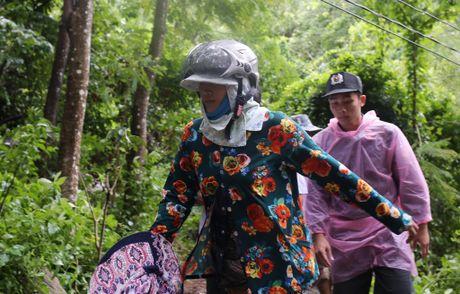 Dua thi the 3 phi cong tu nan trong vu may bay roi ve TP.HCM - Anh 15