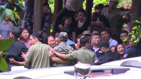 Dua thi the 3 phi cong tu nan trong vu may bay roi ve TP.HCM - Anh 26